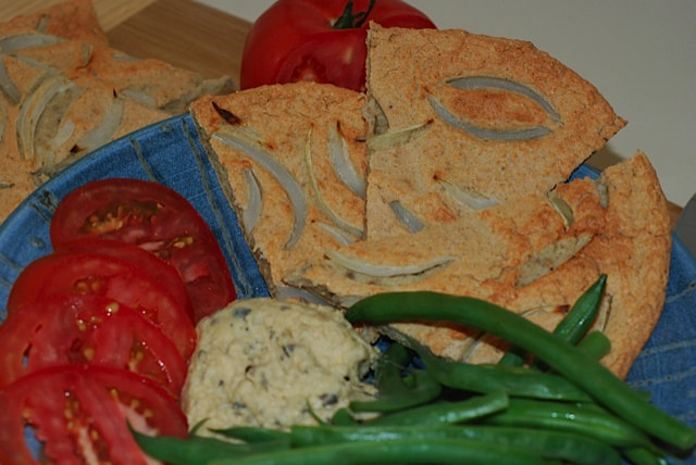 Coriander and Onion Flatbread with Black Olive Hummus, green beans and tomato slices