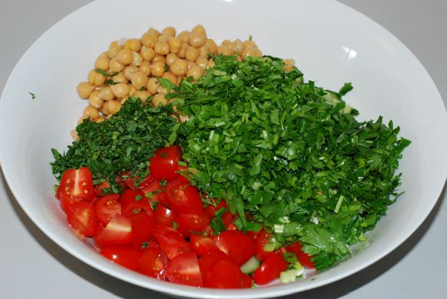Add the parsley and mint to the salad bowl